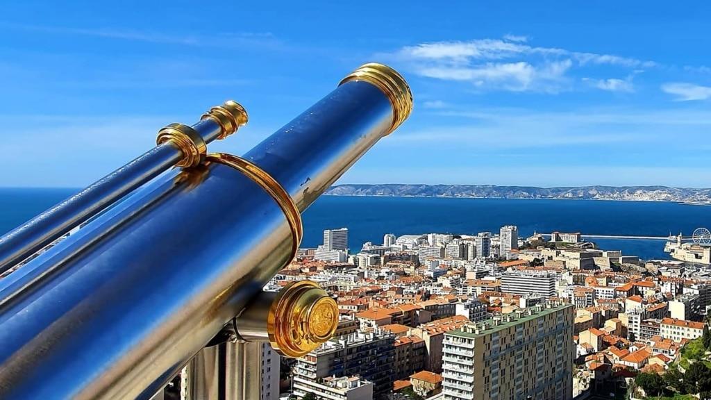Vue magnifique sur le port de Marseille depuis la bonne mère